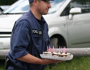 Bilderberg: A policeman with a birthday cake