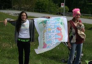 Bilderberg: Anti-globalisation protestors hold flags