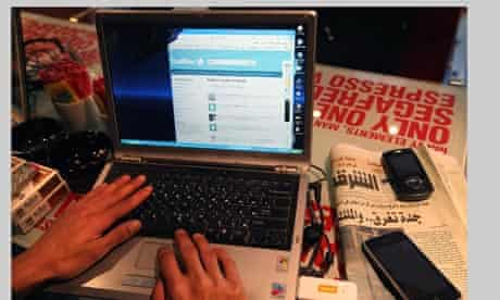 Egypt protesters use Twitter to mobilise