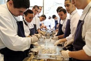 El Bulli: Ten chefs prepping oysters