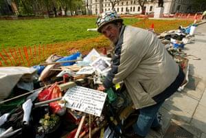 brian haw: Brian Haw in Parliament Square