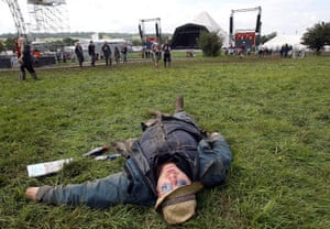 Glastonbury Day 2: man sleeps