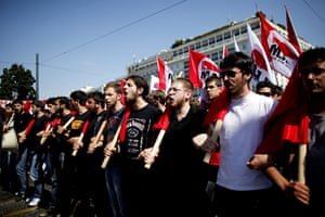 Greece strikes : Trade unionists march towards the Greek parliament