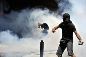 Greece strikes : Masked protestors hurl stones