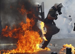 Greece strikes : Riot police in Athens
