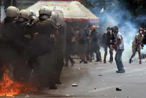 Greece strikes : Demonstrators clash with riot police in front of the Greek Parliament