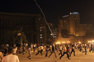 Cairo Clashes: Egyptian protesters flee as tear gas is fired