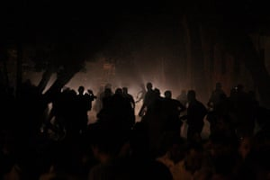Cairo Clashes: Egyptian protesters throw stones at riot police