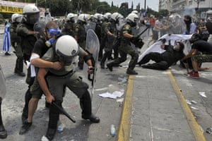 Greek strike day 2: Demonstrators clash with riot police in front of the Greek Parliament