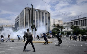 Greek strike day 2: Demonstrators clash with riot police in Syntagma square