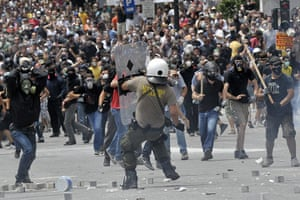 Greek strike day 2: Protestors clash with riot police in front of the Greek Parliament
