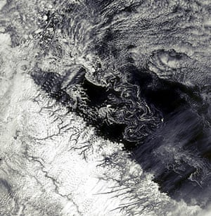 Satelitte Eye on Earth: A large chunk of the massive iceberg in Labrador Sea