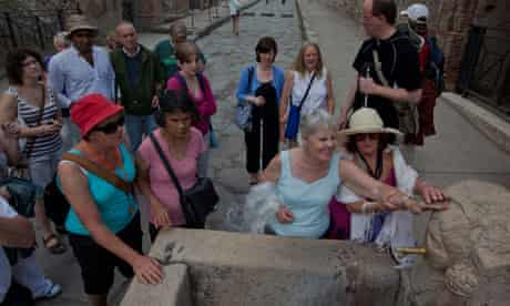 The Traveleyes group visits Pompei