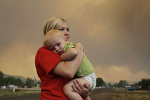 Arizona Wildfires: Emily Shupe comforts her 18-month-old son Jax