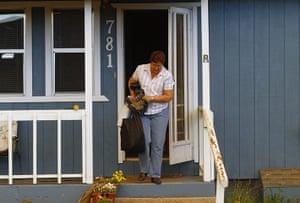Arizona Wildfires: Linda Beal carries her belongings from her home
