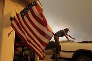 Arizona Wildfires: Scott Shellenberger, 32, packs his belongings