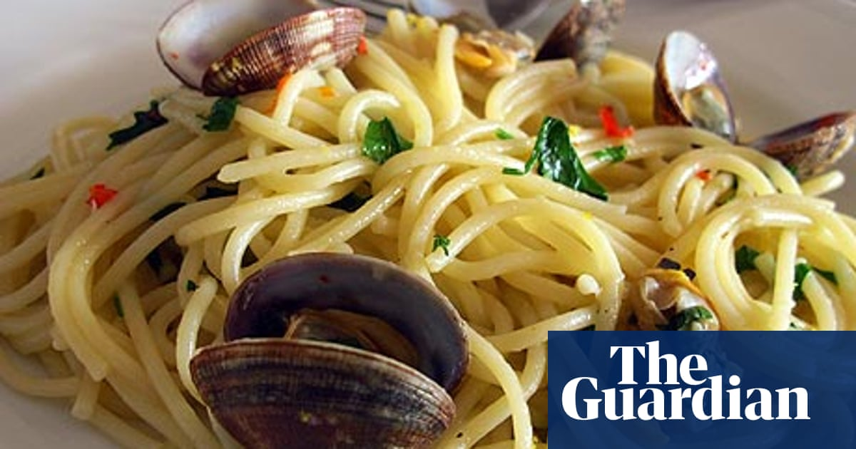 How To Cook Perfect Spaghetti Alle Vongole Pasta The Guardian