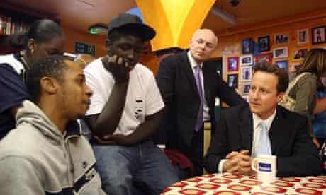 Iain Duncan Smith meets welafre dependants with David Cameron