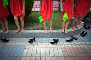 Communist Party 90th: Women take heels off to rest, 90th anniversary of Communist Party