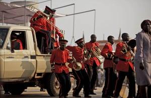 FTA: David Azia: Members of the Sudan People's Liberation Army band arrive