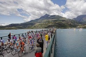 Tour de France stage 17: The peloton crosses Serre Poncon lake at Savines le Lac