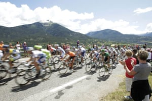 TDF Stage 17: Spectators cheer as the pack climbs