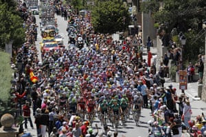 TDF Stage 17: The pack climbs La Chaussee