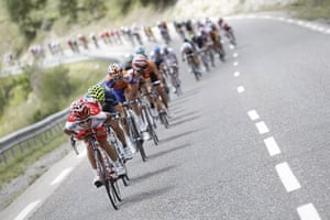 TDF Stage 17: The riders speed downhill