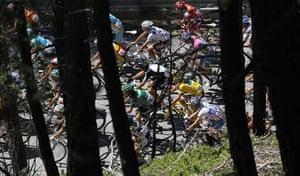 TDF Stage 17: Peloton climbs Col de Montgenevre