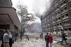 Oslo bombing: People make phone calls
