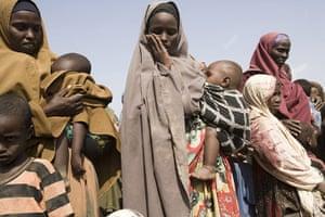 Dadaab: Queue for food