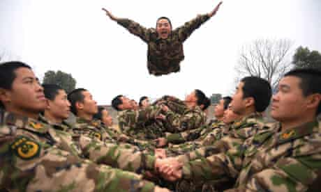 Teambuilding: army exercise
