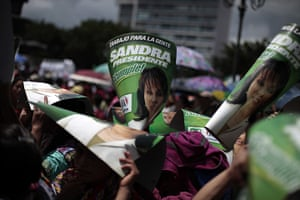 FTA: Jorge Dan Lopez: Supporters of Sandra Torres hold political posters in Guatemala City