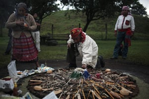 FTA: Jorge Dan Lopez: People prepare the sacred fire with candles, bread and honey
