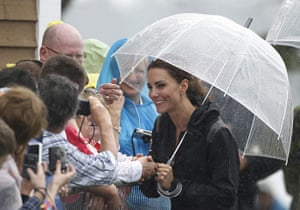 Dragon boat race: Dragon boat race with the Duchess of Cambridge