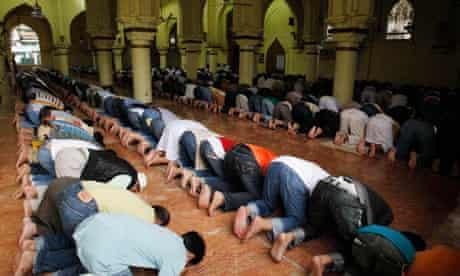 Filipino Muslims praying during Ramadan