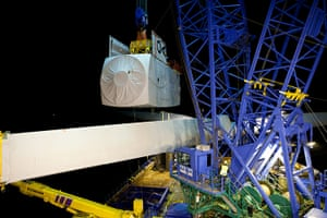 Ormonde wind farm: The generator unit - the nacelle - is lifted