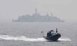 South Korean sailors approach Yeonpyeong Island