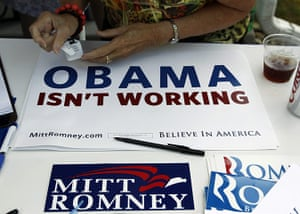 Republican rally in Iowa: Des Moines, Iowa: A supporter of U.S. Republican presidential candidate