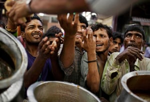 24 hours in pictures: ndian Muslims jostle in line as they wait for charitable food handouts