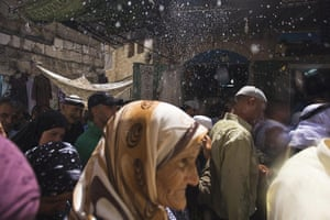 24 Hours: A Palestinian vendor sprays water on Muslim worshippers