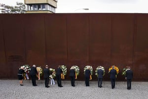 24 Hours: Angela Merkel lays down a floral wreath at the Berlin Wall