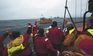 21 rescued as racing yacht capsizes