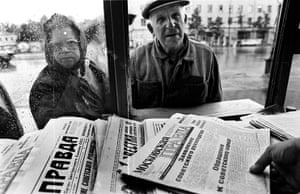 Moscow  coup: 20 August: People buy newspapers containing a statement by coup leaders