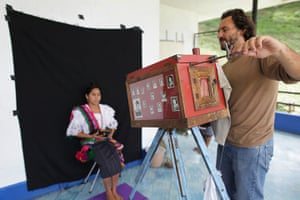 Rabin Ajau, Guatemala : Photographer Rodrigo Abd manipulates a 19th-century style wooden box camera