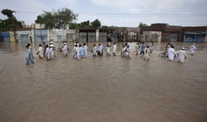 FTA: Adrees Latif   : Residents returning to the town of Nowshera,  north west Pakistan
