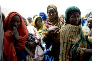 Puntland Somalia : Mothers queuing with their malnourished children