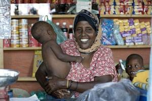 Puntland Somalia : Hawa Hassan runs a little store in Tawakal camp