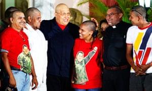 Hugo Chávez with shaved Venezuelans
