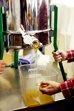 Bee-keeping club: honey extraction